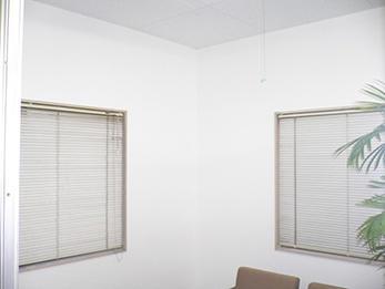 薄暗くなった壁紙・天井を貼り替えて仕事も捗る!